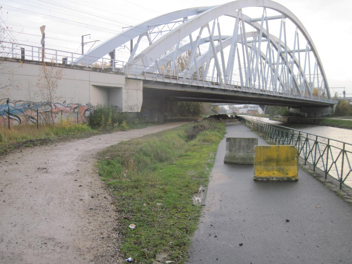 Canal Bruxelles-Charleroi  partie Flamande Halle(Lembeek) - Sint-Pieters-Leeuw - EV5 - Eurovelo 5 - F20 - Page 2 Jaagpad